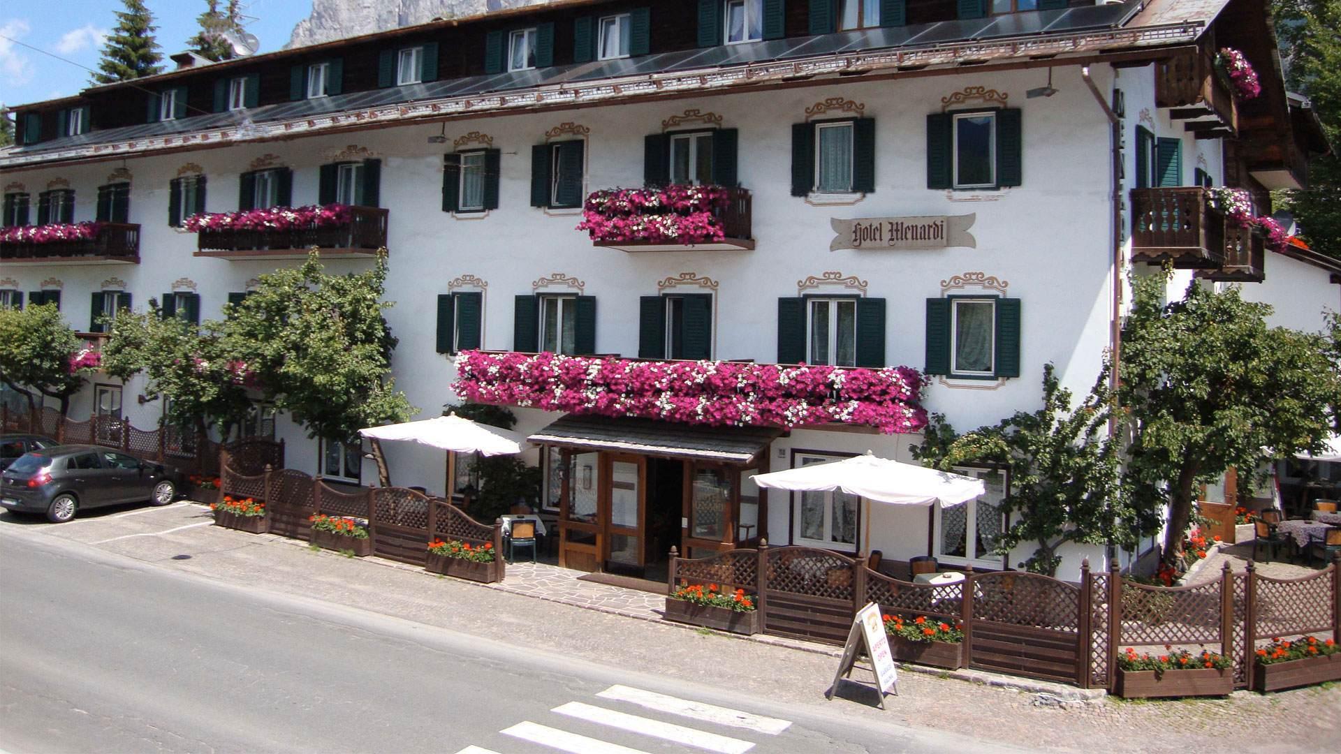 Due Due Cortina Srl.Location Hotel Menardi Cortina D Ampezzo